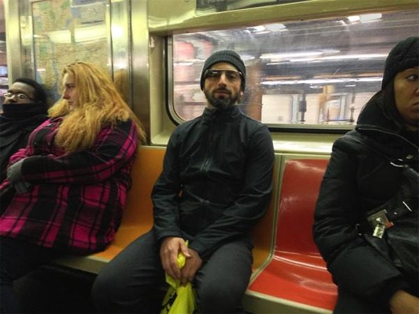 фото Сергей Брин в очках Google в метро